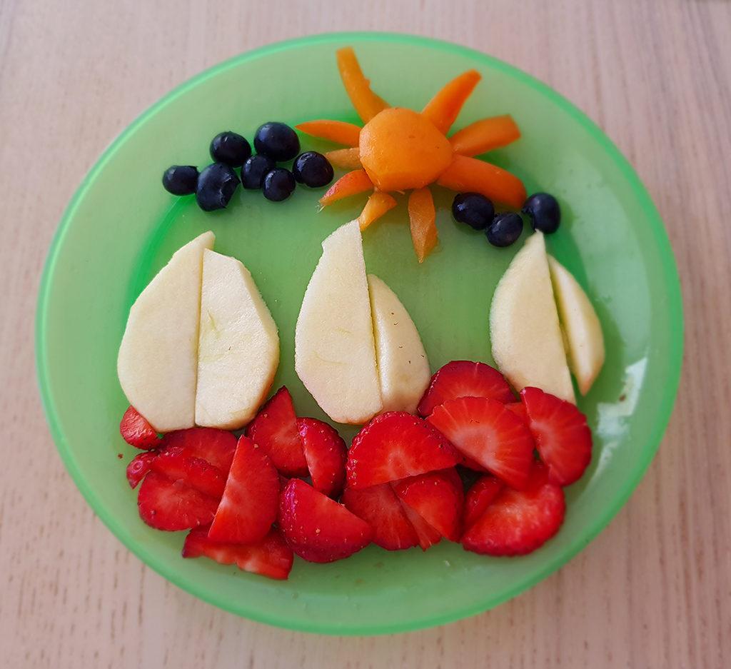 ¿Qué mejor que hacer una obra de arte con la fruta para hacer que tu bebé coma sano?